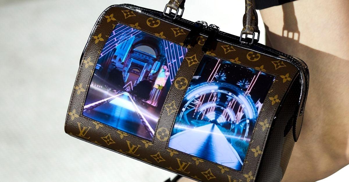 Ohybný displej ako súčasť luxusnej kabelky?