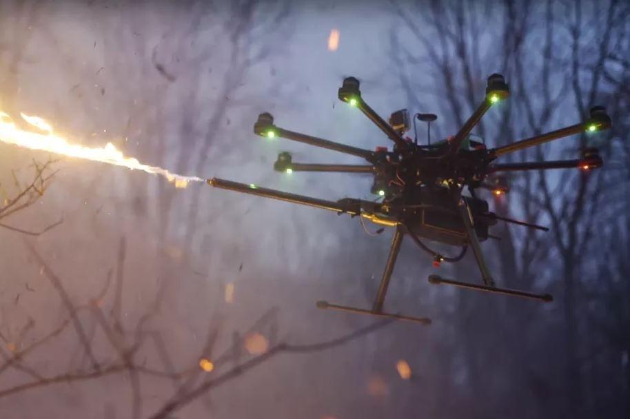 Dron s plameňometom bude onedlho vecou, ktorú si možno bežne kúpiť