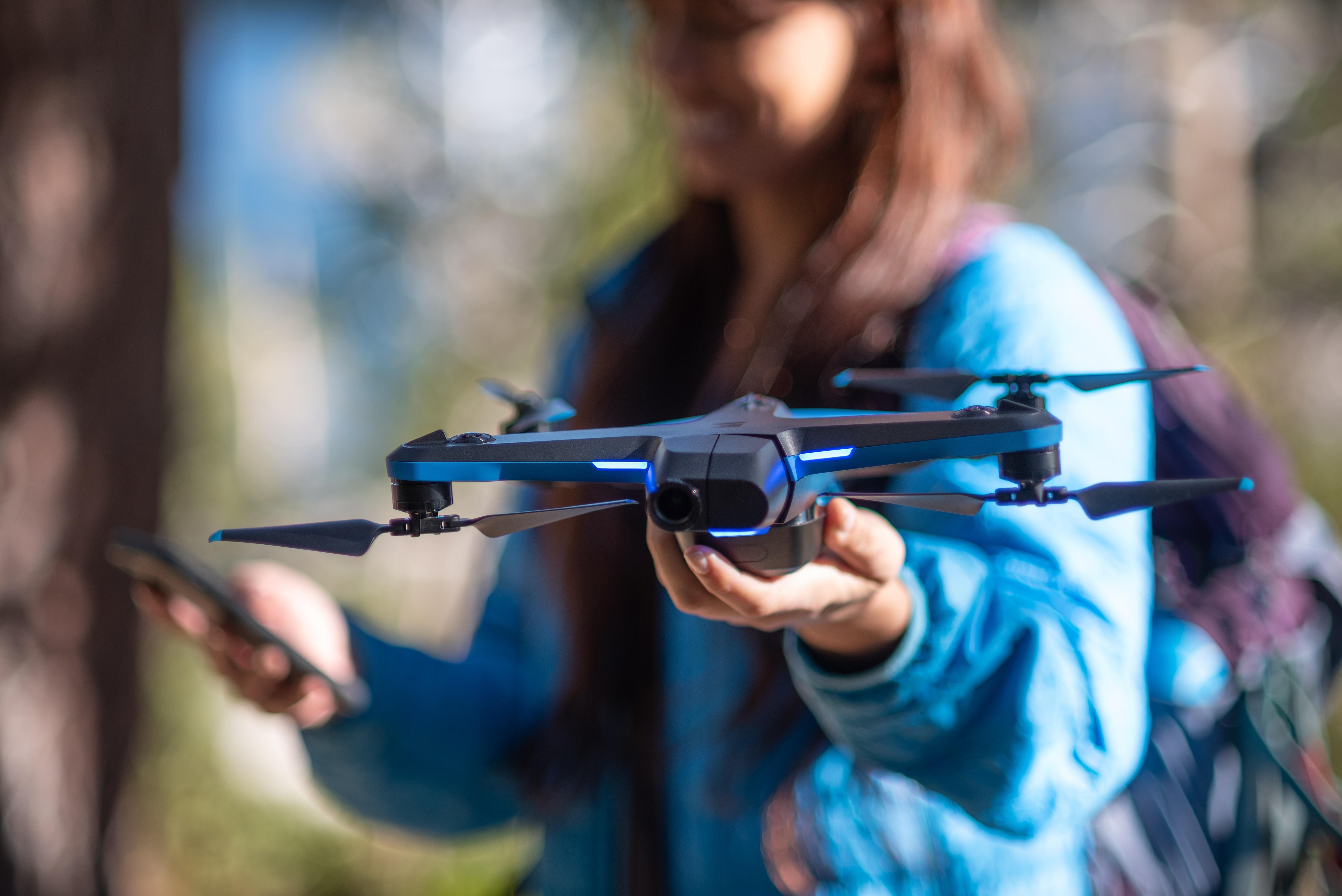 Nový dron od Skydio je menší, múdrejší a dostupnejší