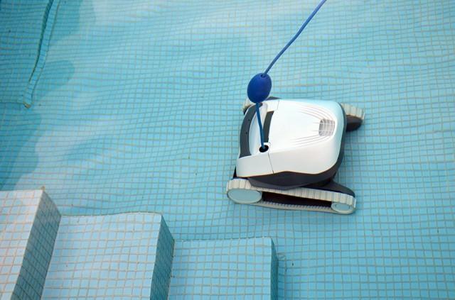 Vyčistí dno bazéna