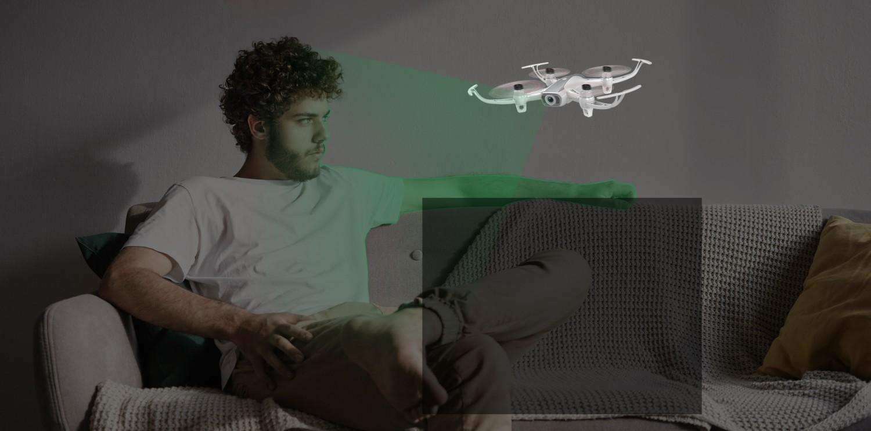 Šikovný dron s plánovaním trasy a sledovaním objektu